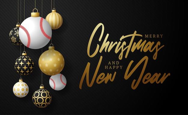 Carte de noël de base-ball. carte de voeux joyeux noël sport. accrochez-vous à une balle de baseball en fil comme une boule de noël et une boule dorée sur fond horizontal noir. illustration vectorielle de sport.