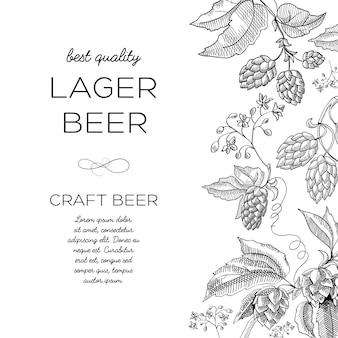 Carte d'ornement de houblon monochrome avec fleur de houblon à la verticale vers la droite et mots bière blonde
