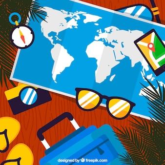 Carte plate avec des éléments de voyage d'été