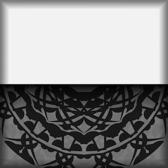 Carte postale de conception de vecteur couleurs blanches avec des motifs de mandala noir. conception de cartes d'invitation avec un espace pour votre texte et ornements grecs.