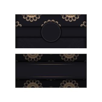 La carte postale noire avec une luxueuse ornementation brune est prête à être imprimée.