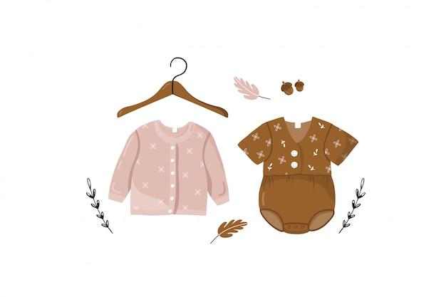Carte avec des vêtements pour enfants.