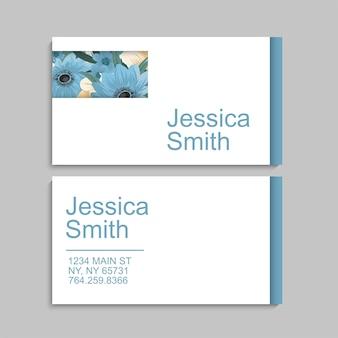 Carte de visite avec de belles fleurs bleues. modèle