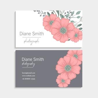 Carte de visite avec de belles fleurs roses. modèle