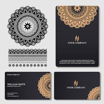 Carte de visite élégante et de luxe avec ornement de mandala