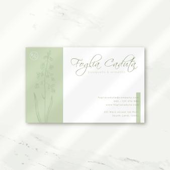 Carte de visite de luxe en blanc avec des fleurs