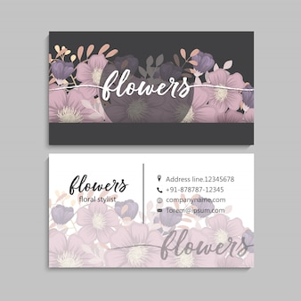 Carte de visite sombre avec de belles fleurs.