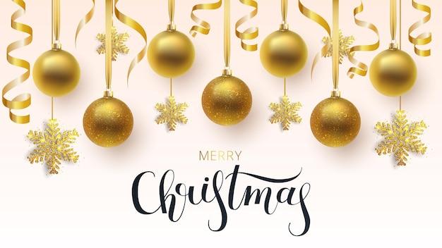 Carte de voeux, invitation avec bonne année et noël. boules de noël métalliques or et flocon de neige, décoration, confettis brillants sur fond blanc.