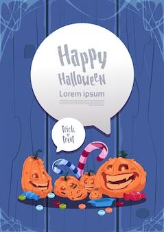 Carte de voeux joyeux halloween. citrouilles carte de voeux de décoration traditionnelle