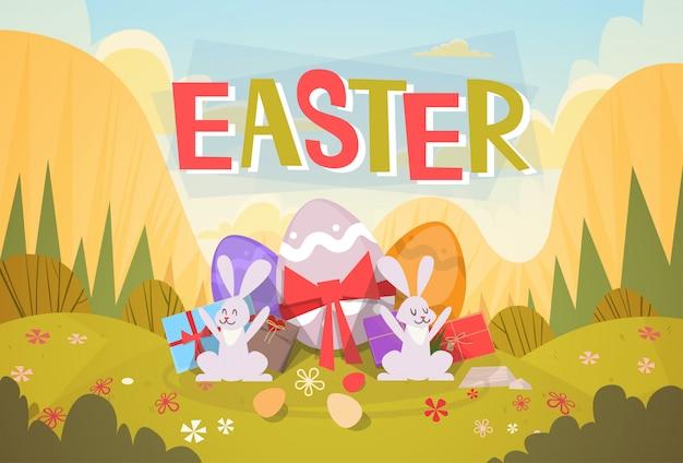 Carte de voeux de lapin oeufs décorés de lapin de vacances de pâques