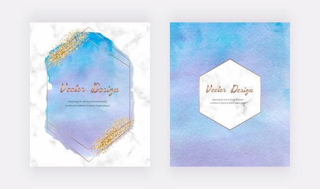 Cartes aquarelles bleues avec texture de paillettes d'or, confettis et cadres de lignes polygonales géométriques. conception de couverture abstraite moderne.