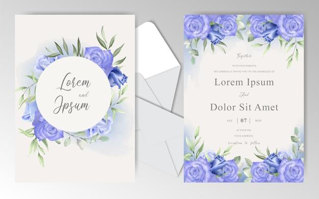 Cartes d'invitation de mariage floral aquarelle avec des roses et des feuilles bleu marine