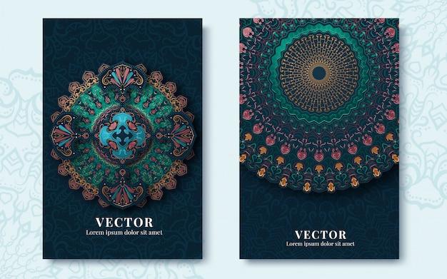 Cartes de souhaits vintage avec des tourbillons et des motifs floraux dans un style rétro