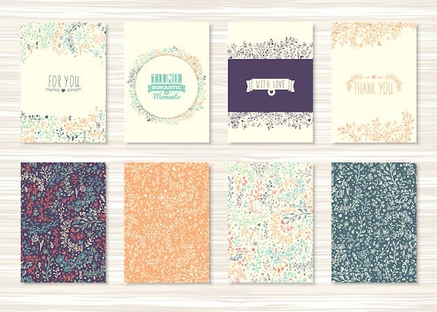 Cartes vintage avec des fleurs et des motifs floraux et des ornements. ensemble de flyers avec décoration de plantes et de feuilles