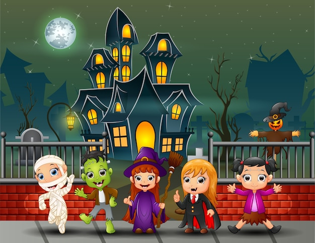 Cartoon happy kids le jour d'halloween