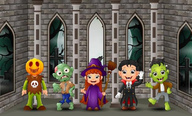 Cartoon happy kids le jour d'halloween