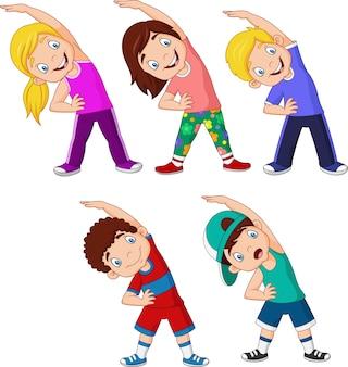 Cartoon petits enfants exerçant sur fond blanc