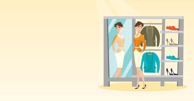 Caucasien, femme, essayer, veste, dans vestiaire