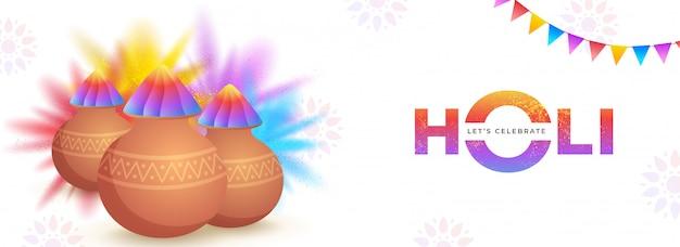 Célébrons la conception de l'en-tête ou de la bannière holi avec un pot de boue brillant plein de poudre