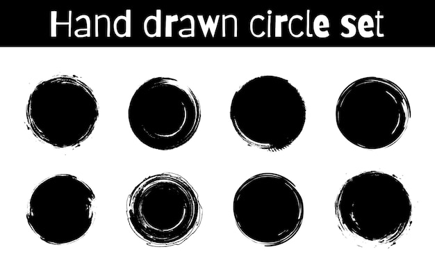 Cercle texturé dessinés à la main abstraite traits d'encre noire ensemble isolé sur fond blanc.