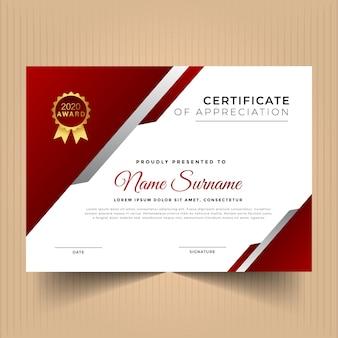 Certificat de conception de modèle de réussite avec des couleurs rouges