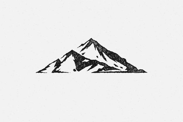 Chaîne de montagnes de silhouette et ravin comme symbole de l'exploration de la nature
