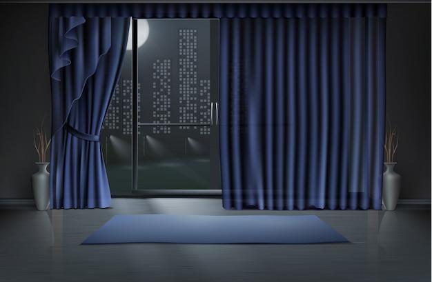 Chambre vide dans la nuit avec grande porte vitrée et rideaux bleus, tapis de yoga sur un sol propre