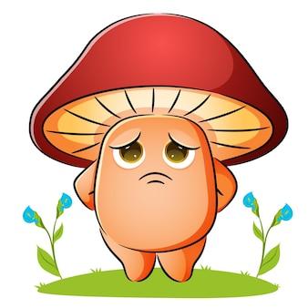 Le champignon est debout avec la triste expression de l'illustration