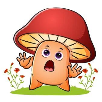 Le champignon mignon donne l'expression de choc de l'illustration