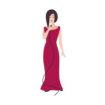 Chanteur, chanteur ou chanteuse souriant vêtu d'une élégante robe de soirée et tenant un microphone. personnage de dessin animé assez féminin isolé sur fond blanc. illustration vectorielle colorée dans un style plat.
