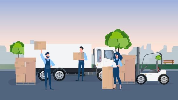 Chargement de la cargaison dans la voiture. les déménageurs portent des boîtes. le concept de déménagement et de livraison.