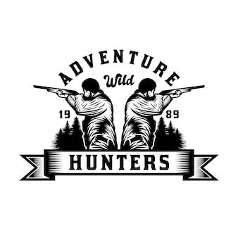 Chasseur vintage avec insigne d'emblème de chasse et d'aventure au pistolet