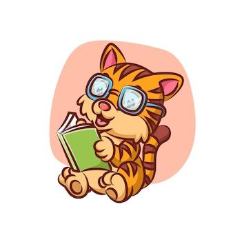 Chat intelligent avec des lunettes lisant un livre d'histoire