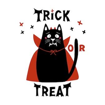 Le chat mignon de bande dessinée porte un costume de vampire avec des crocs, des cornes et une cape rouge. doodle croix et tromper ou traiter le lettrage. carte de voeux halloween. isolé sur fond blanc.