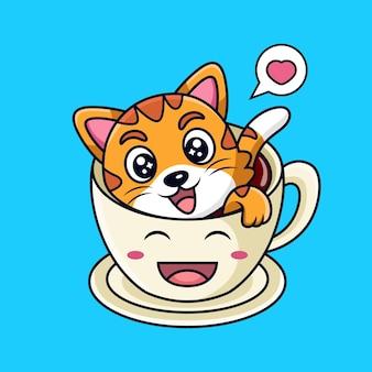 Chat mignon nager sur une tasse de café