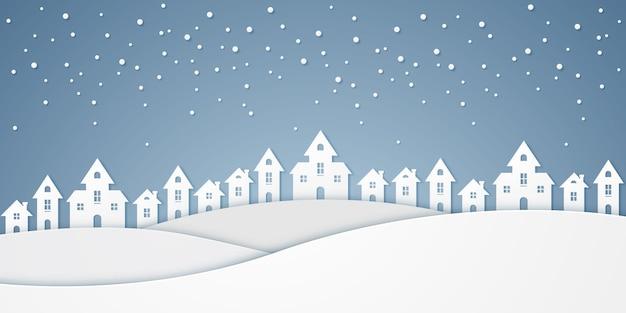 Château sur la colline et chute de neige en hiver