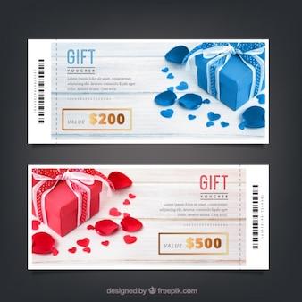 Chèques cadeaux modèles avec des détails dorés