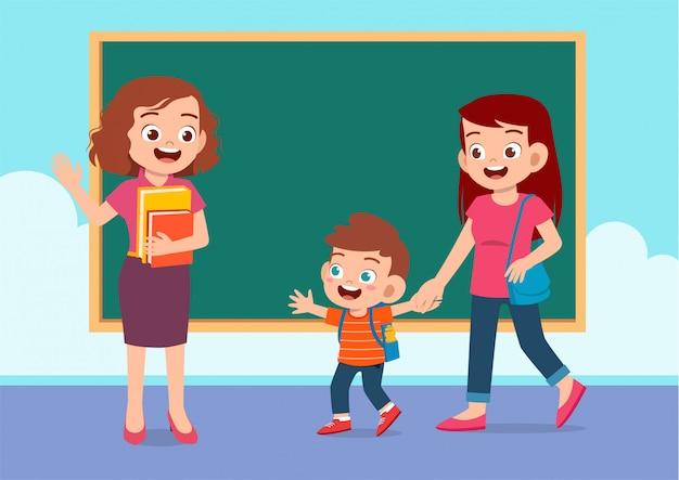 Chid avec maman à l'école