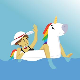 Chill fille d'été sur une licorne gonflable