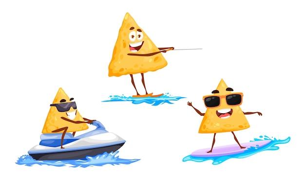 Chips de nachos mexicains à cheval sur jet ski et wakeboard, surf sur vague. happy tex mex personnages de dessins animés plaisir de l'eau et loisirs. morceaux de puces drôles de vecteur portant des lunettes de soleil activité de sport extrême