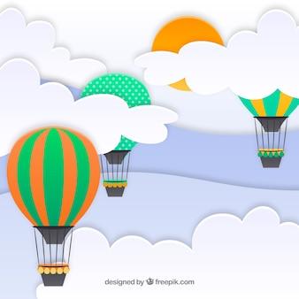 Ciel avec des nuages et des ballons à air chaud battant fond en texture de papier