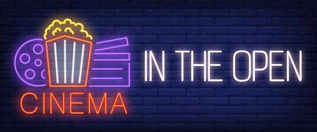 Cinéma à l'enseigne au néon