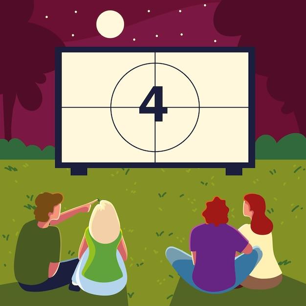 Cinéma en plein air avec des gens qui regardent l'écran