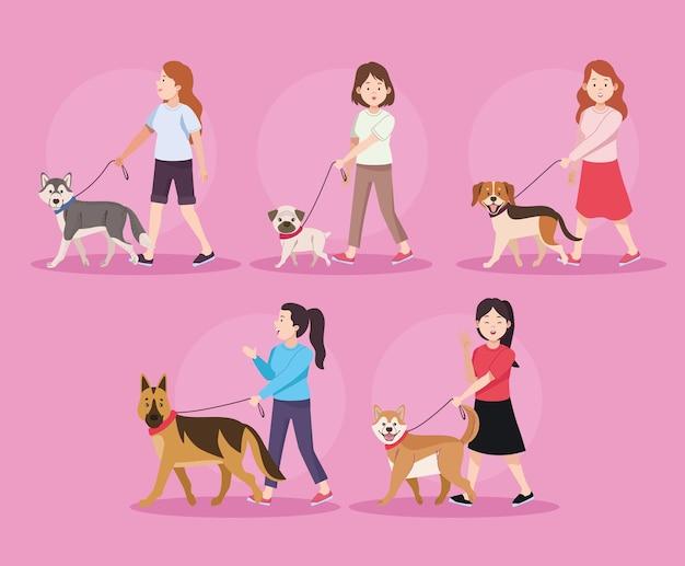 Cinq femmes avec des chiens