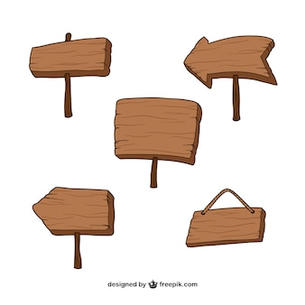 Cinq panneaux en bois