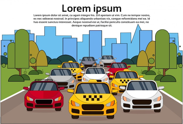 Circulation routière avec des voitures et des taxis sur la ville