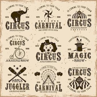 Cirque ensemble d'emblèmes bruns, étiquettes, logos et timbres typographiques en vintage sur fond sale avec des taches et des textures grunge