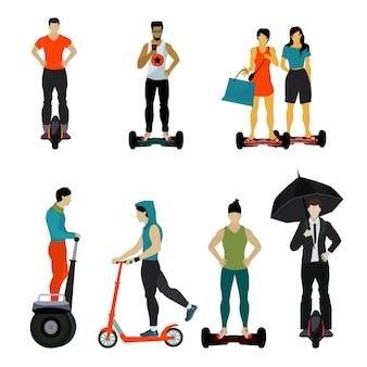 Les citadins avec des scooters, des scooters gyroscopiques, un segway et un monocycle