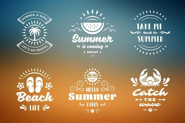 Des citations ou des dictons inspirants de typographie de vacances d'été pour des t-shirts, des tasses, des cartes de voeux, des superpositions de photos, des impressions de décor et une illustration vectorielle d'affiche. symboles et objets.