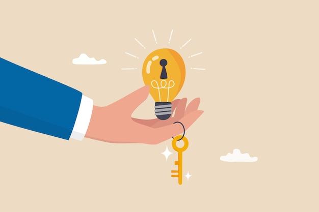 Clé du succès, idée de créativité pour résoudre le problème, innovation ou connaissance pour déverrouiller le concept de potentiel de carrière, main d'homme d'affaires donnant une idée d'ampoule lumineuse avec trou de serrure et clé dorée pour le déverrouiller.